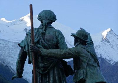 statue-paccard-et-balmat- visite Chamonix avec les Guides du Patrimoine Savoie Mont Blanc