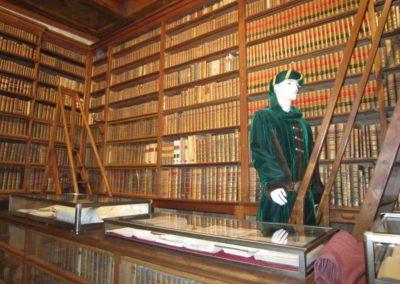 chateau de Menthon visite Guides PSMB détail bibliothèque