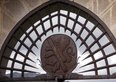 chateau de Menthon visite Guides PSMB grille entrée et blason